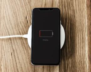 Bezprzewodowe ładowanie smartfona