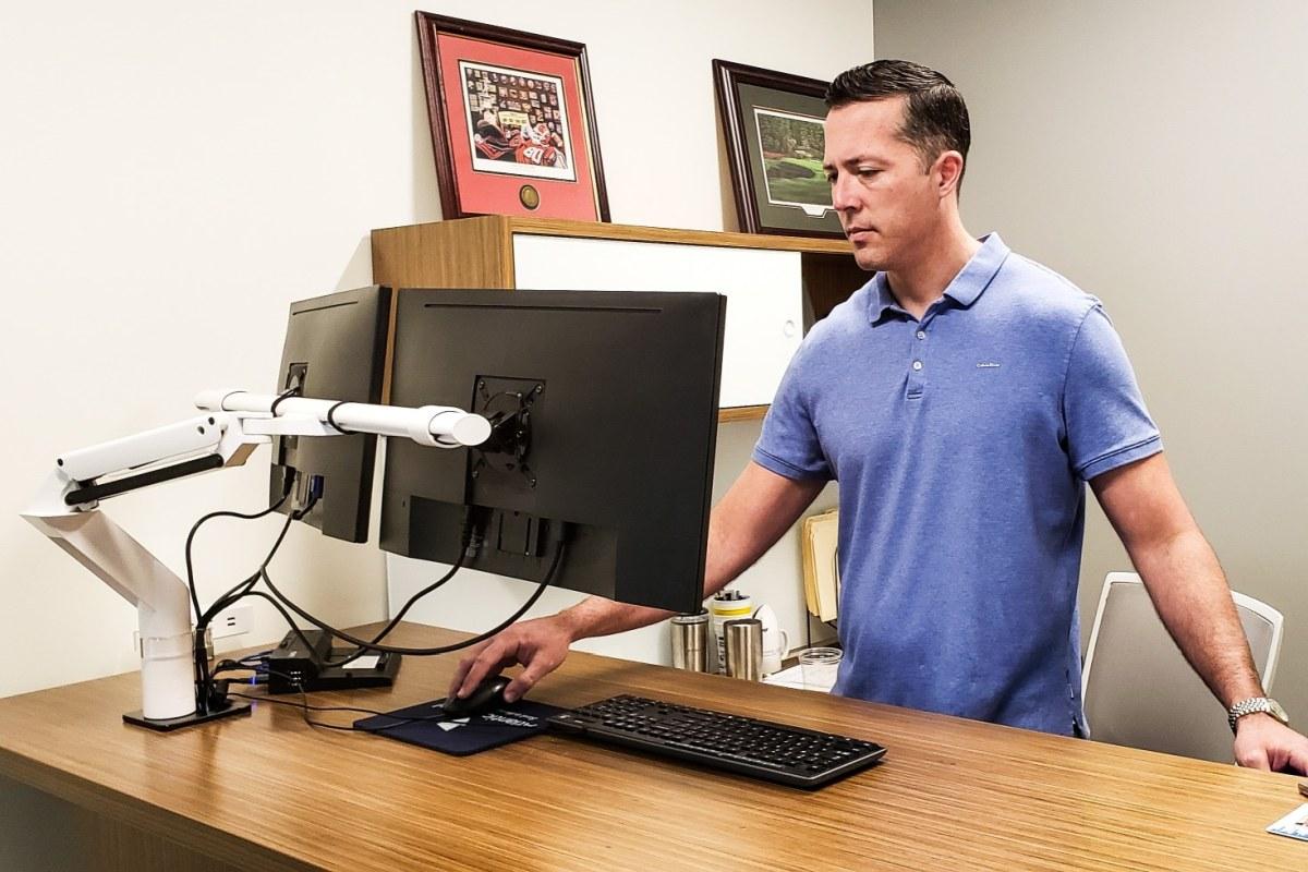 profesjonalne biurko komputerowe